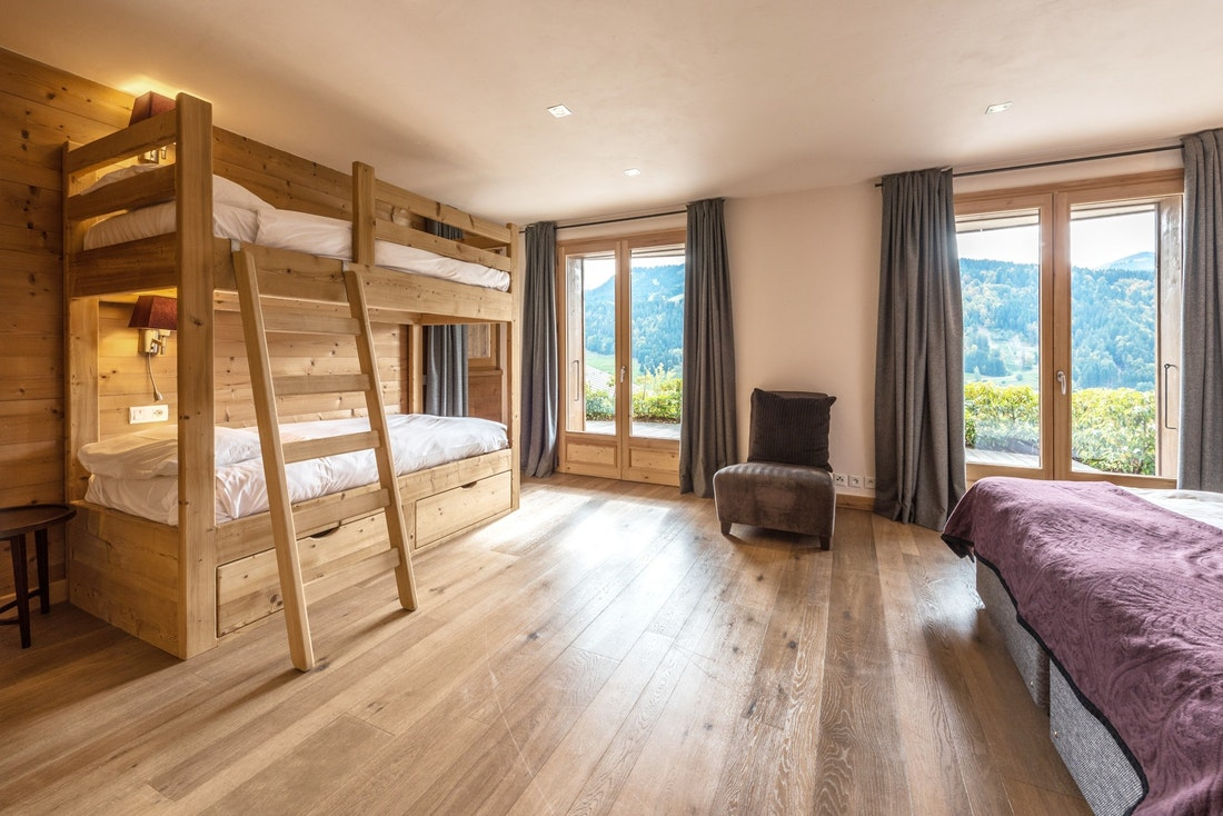 Modern double ensuite bedroom bunk beds hotel services chalet Omaroo II Morzine