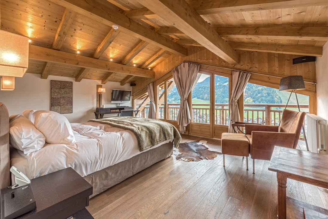 Double bedroom with view over the Alps at Omaroo I luxury chalet in Morzine