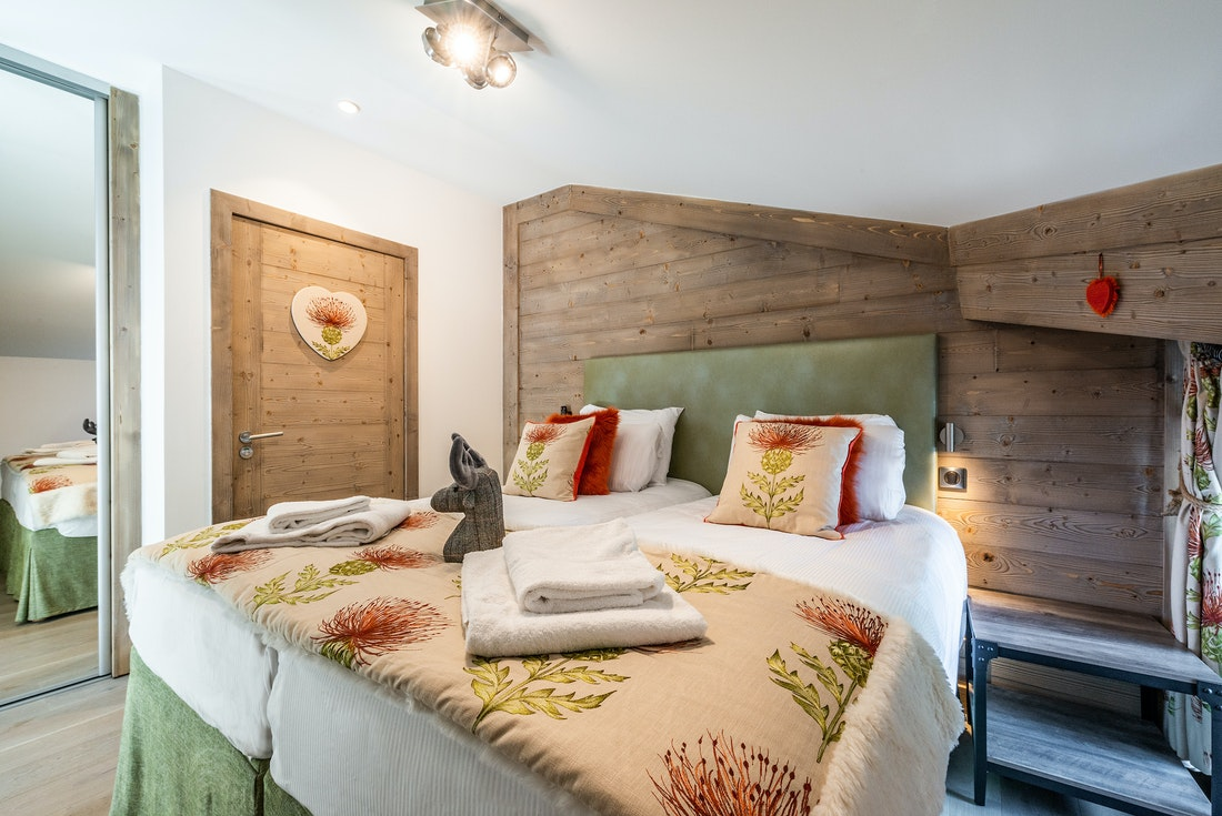 Ensuite Bedroom with private bathroom and fresh towels at Ozigo accommodation in Les Gets