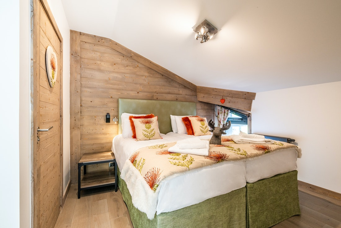 Ensuite Bedroom with fresh linens and television at Ozigo accommodation in Les Gets