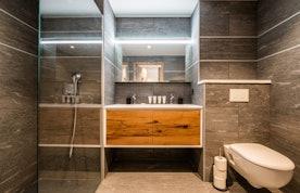 Modern bathroom with italian shower at Ozigo accommodation in Les Gets