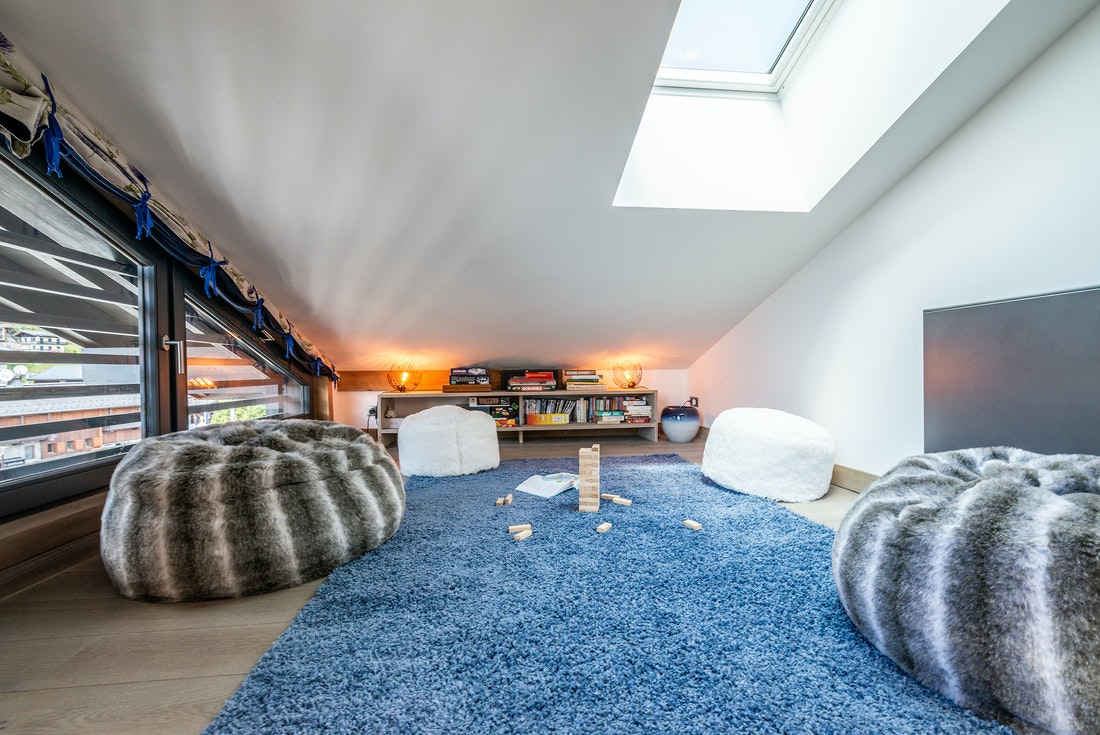 Cosy room with white and grey faux fur poufs at Ozigo accommodation in Les Gets