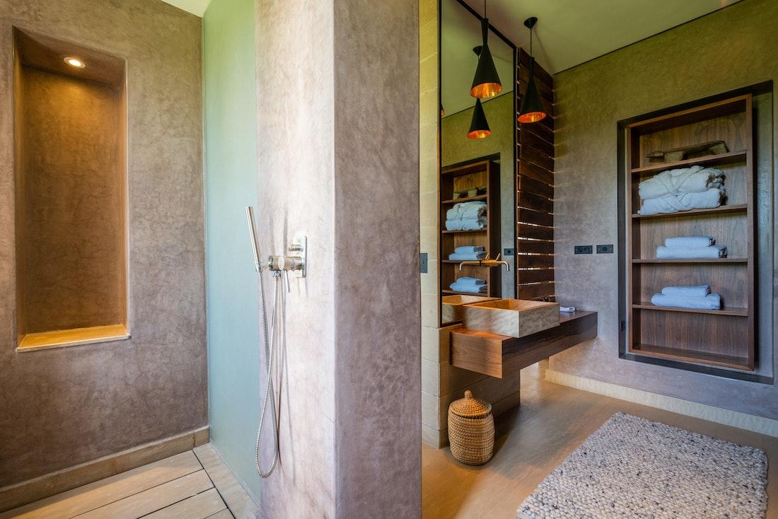 Ethnic bathroom with concrete shower at Zagora private villa in Marrakech