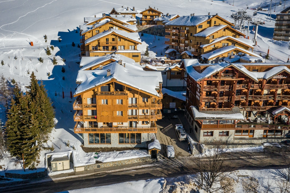 Wooden snowy outdoor luxurious residence ski in ski out apartment Juglans Alpe d'Huez