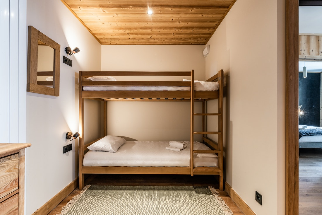Cosy kids room bunk beds ski in ski out apartment Thuja Alpe d'Huez