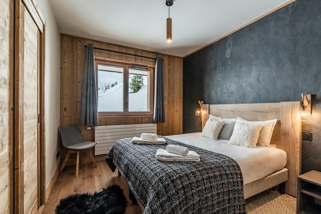 Luxury double ensuite bedroom ski in ski out apartment Sorbus Alpe d'Huez