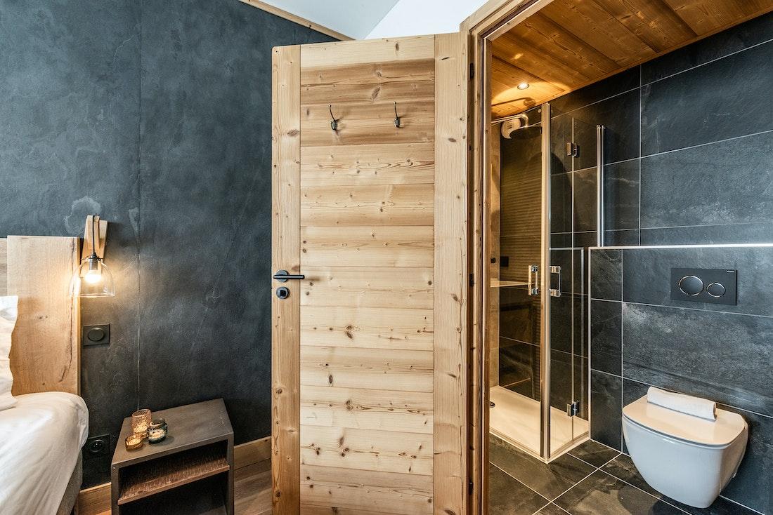 Modern double ensuite bedroom ski in ski out apartment Juglans Alpe d'Huez