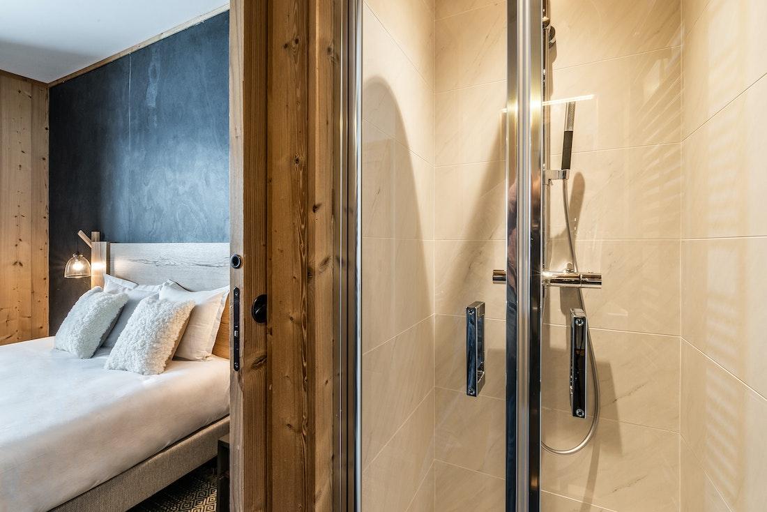Luxury ensuite bathroom shower ski in ski out apartment Sorbus Alpe d'Huez