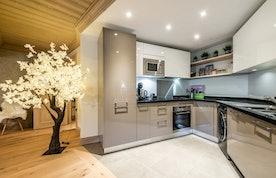 Cuisine contemporaine appartement de luxe familial Padouk Courchevel Moriond