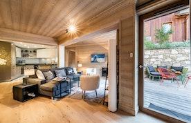Belle salle à manger ouverte appartement de luxe familial Padouk Courchevel Moriond