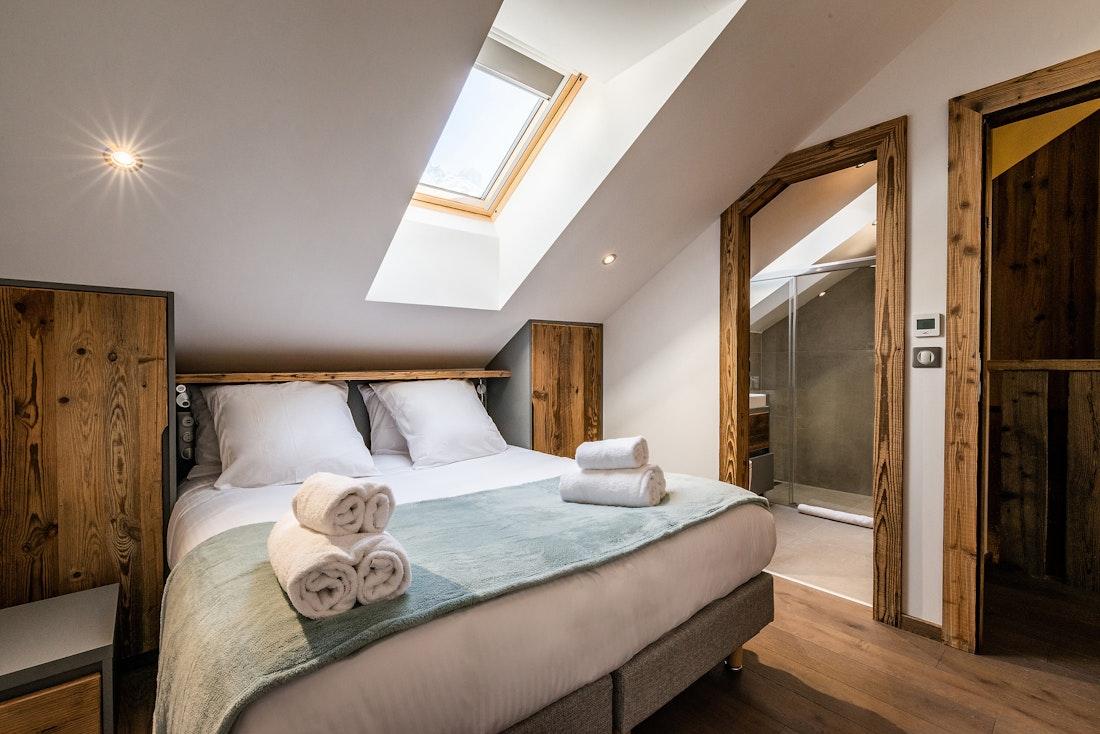 Luxury double ensuite bedroom private bathroom family Chalet Herzog Chamonix