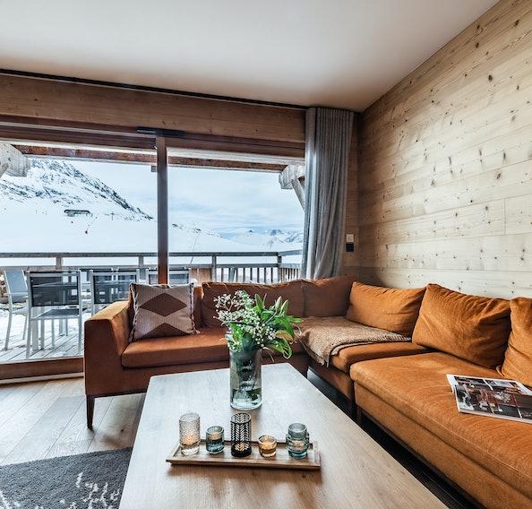 Salon moderne avec terrasse sur les pistes de ski à la location Wapa à l'Alpe d'Huez [Need_Transalte]