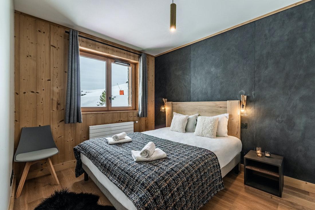 Design double ensuite bedroom ski in ski out apartment Juglans Alpe d'Huez