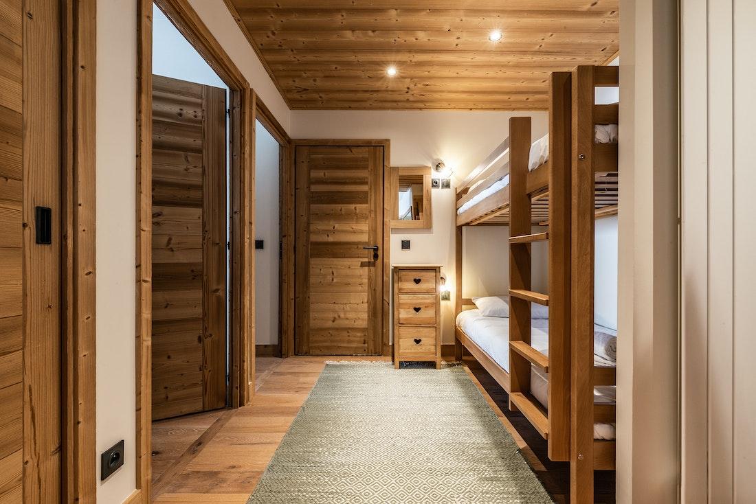 Spacious bunk bed room ski in ski out apartment Sorbus Alpe d'Huez