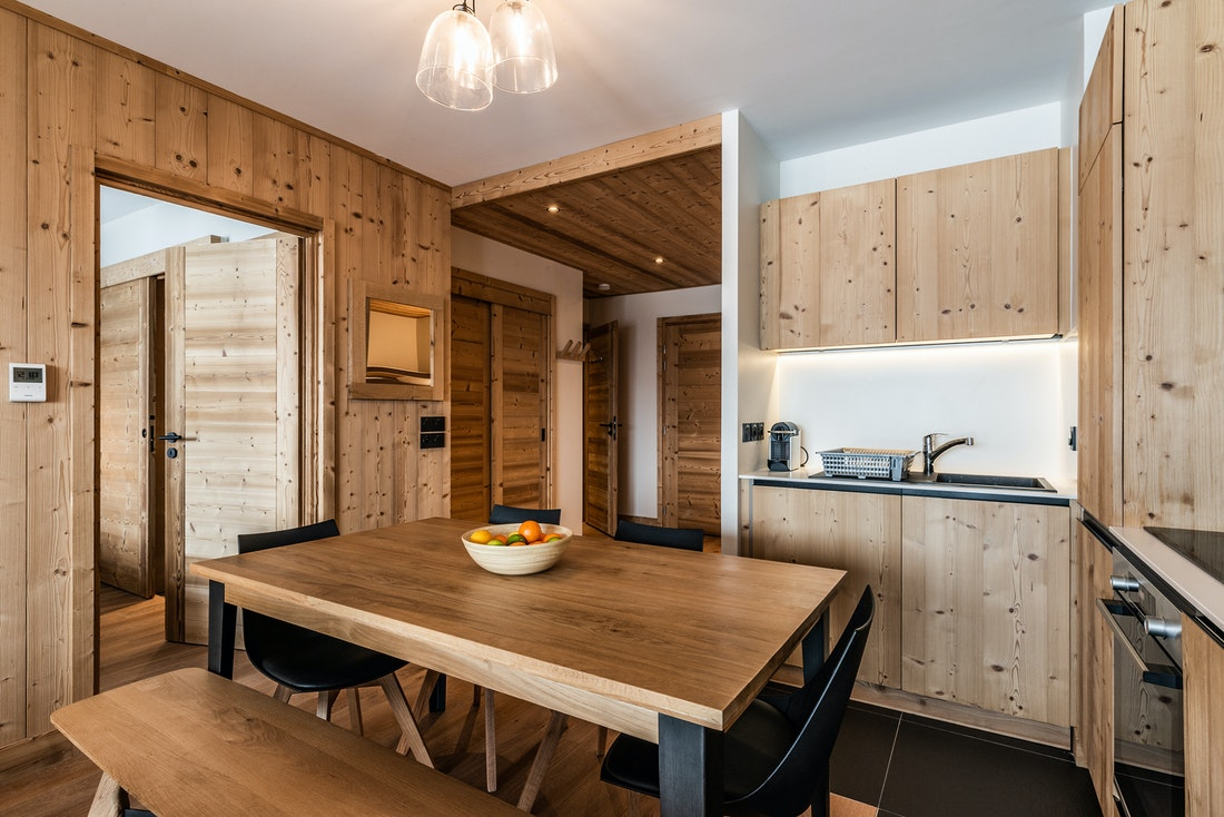 Comtemporary dining room luxury ski in ski out apartment Thuja Alpe d'Huez
