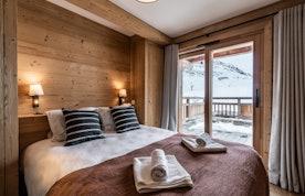 Chambre en suite 1 avec draps et serviettes propres à la location Wapa à l'Alpe d'Huez [Need_Transalte]