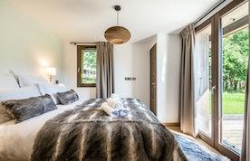 Luxury double ensuite bedroom family chalet Jatoba Chamonix