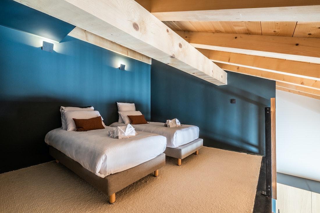 Cosy loft twin bedroom on mezzanine level of ensuite bedroom at chalet Nelcote in Morzine