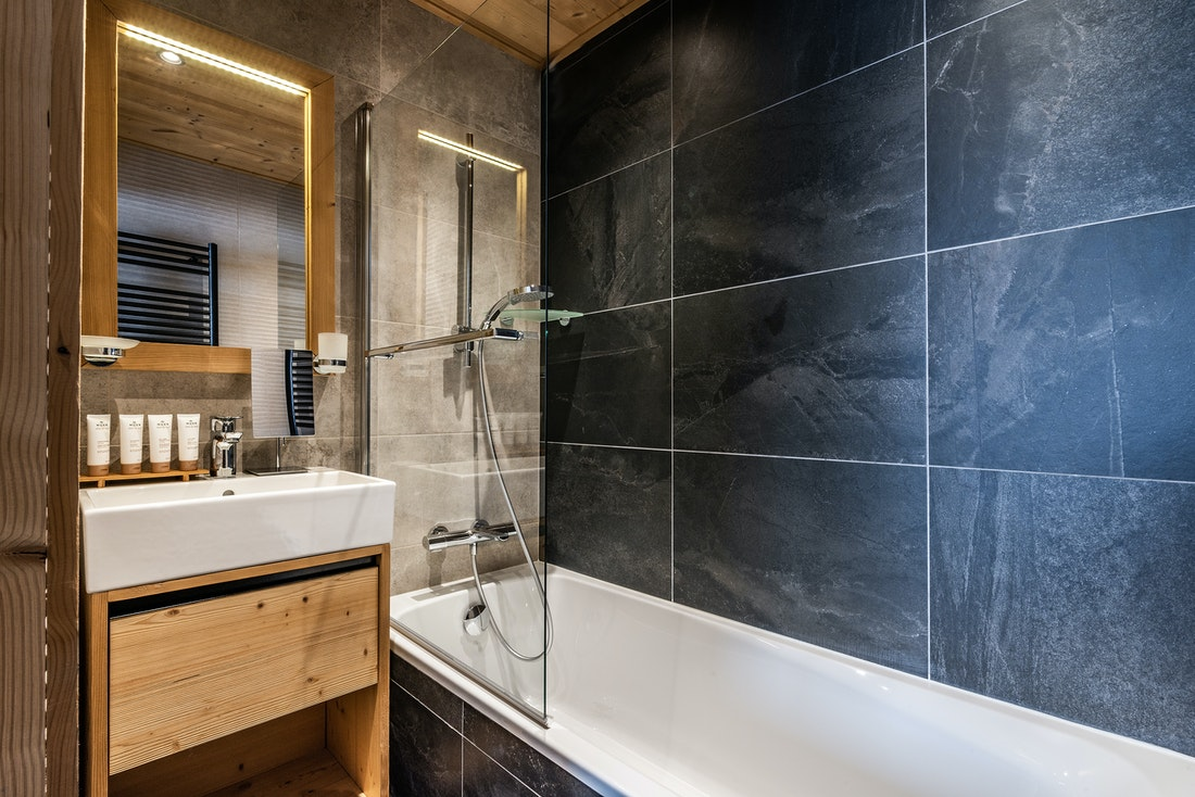 Modern double ensuite bedroom ski in ski out apartment Thuja Alpe d'Huez