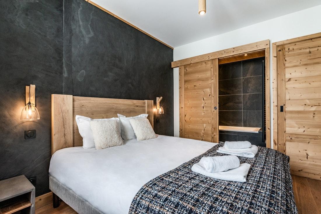 Luxury double ensuite bedroom ski in ski out apartment Thuja Alpe d'Huez