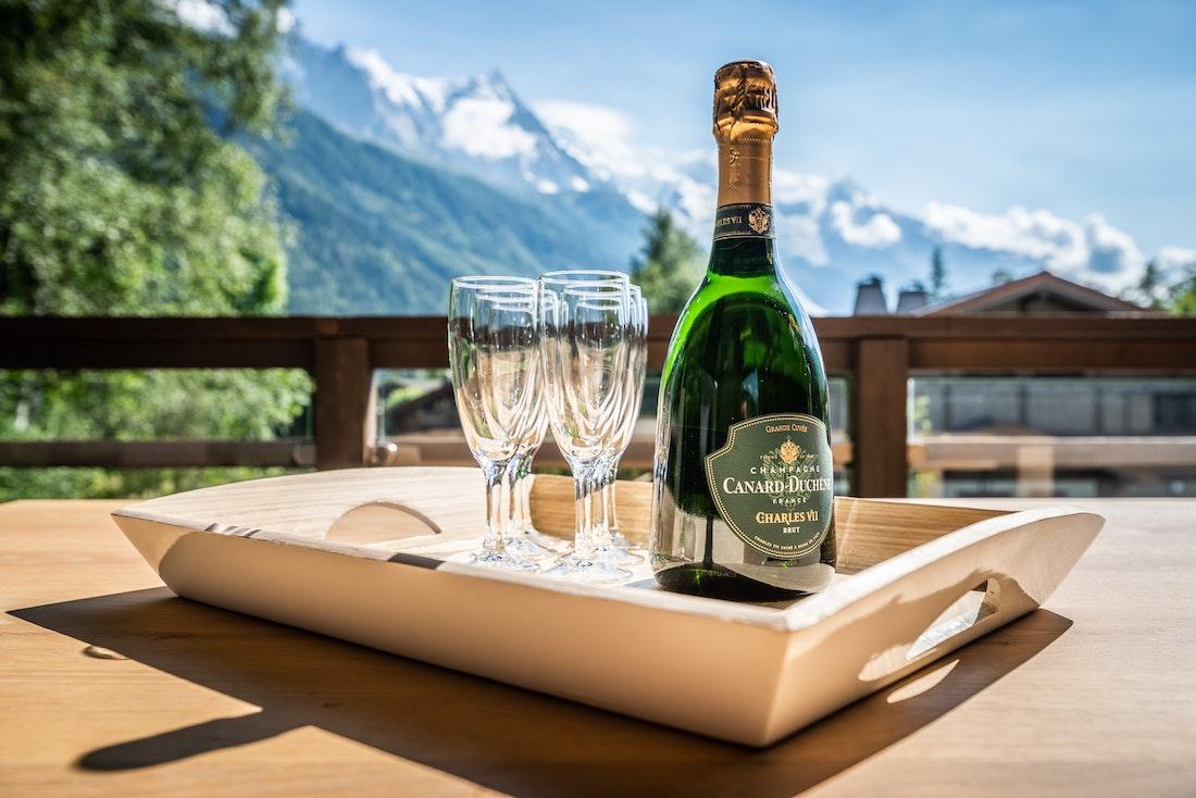 Sunset drinks terrace luxury family chalet Jatoba Chamonix