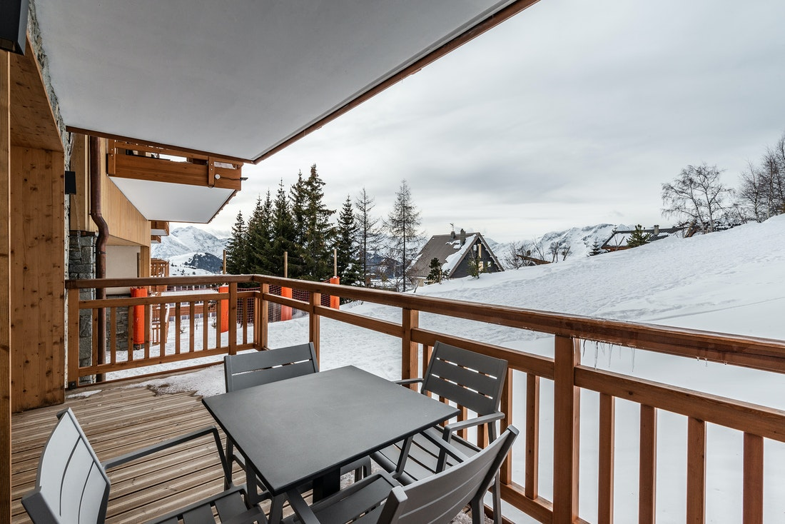 Family terrace hotel services luxury ski in ski out apartment Sorbus Alpe d'Huez