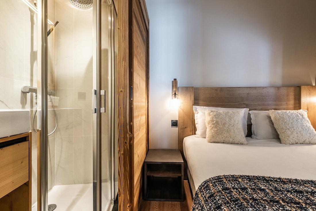 Contemporary double ensuite bedroom ski in ski out apartment Sorbus Alpe d'Huez