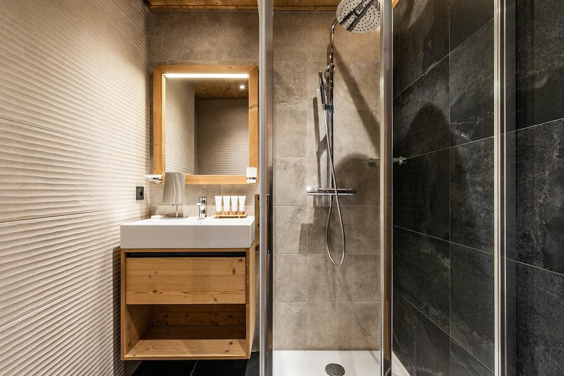 Design bathroom walk-in shower ski in ski out apartment Thuja Alpe d'Huez