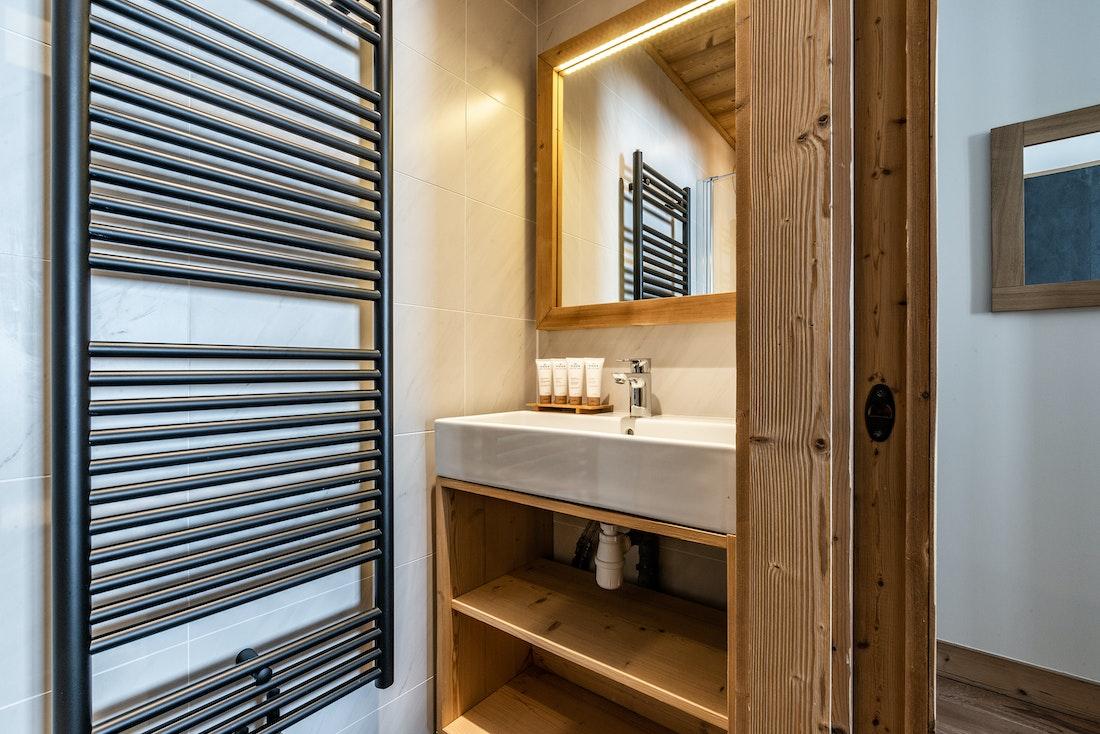 Modern bathroom luxury toiletries ski in ski out apartment Sorbus Alpe d'Huez
