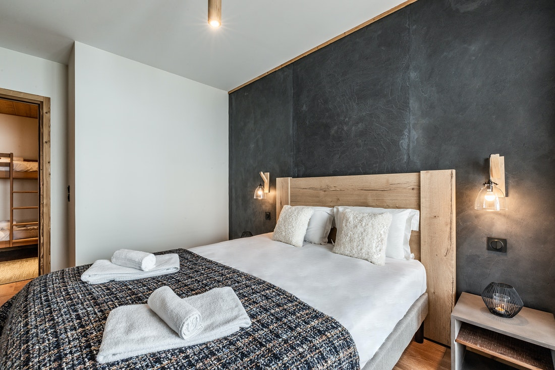 Family double bedroom adjoined bunk bed room ski in ski out apartment Sorbus Alpe d'Huez