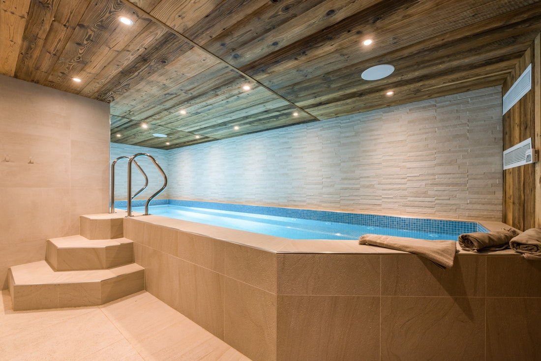 Indoor heated swimming pool of Le Rouge luxury chalet in Morzine