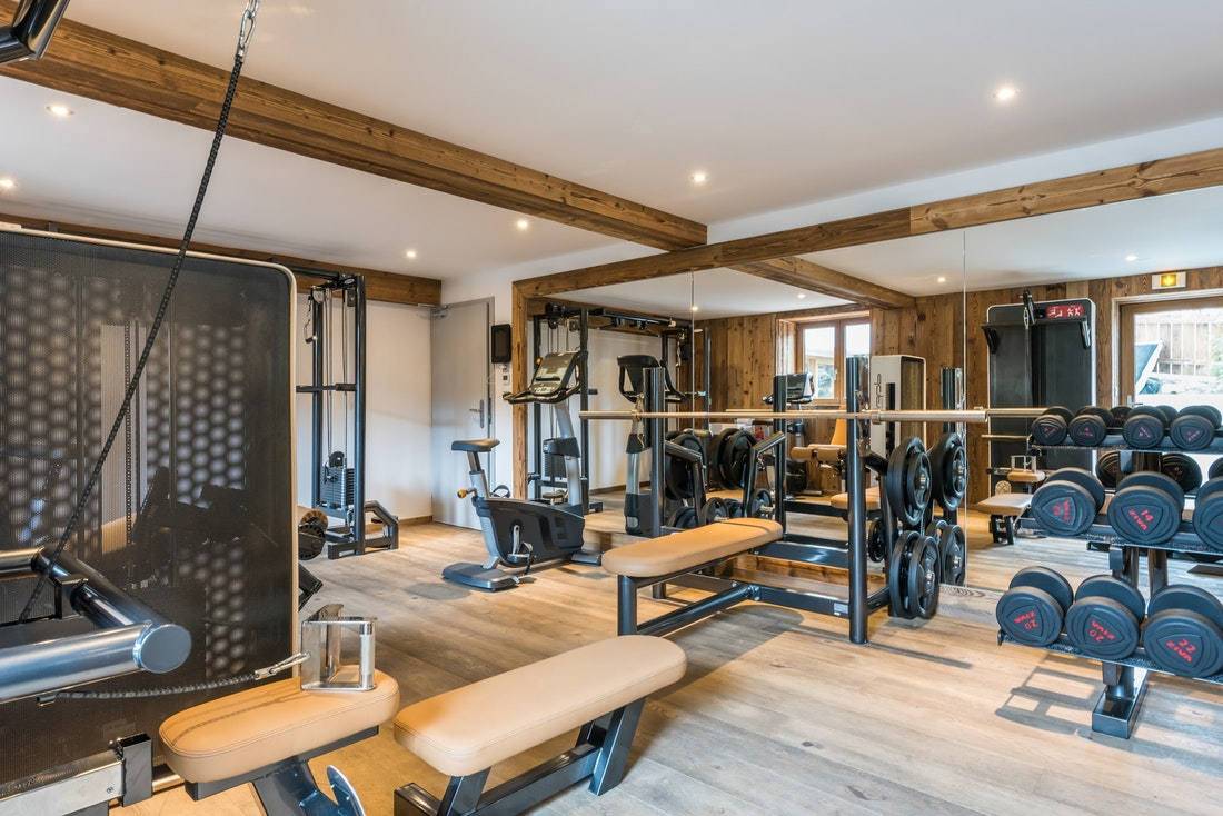Communal gym machines at the ski apartment Takian Morzine
