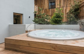 Outdoor hot tub of Agba accommodation in Morzine