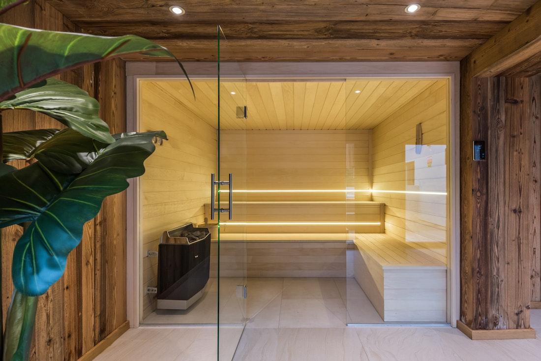 Wooden sauna hot stones ski apartment Ayan Morzine