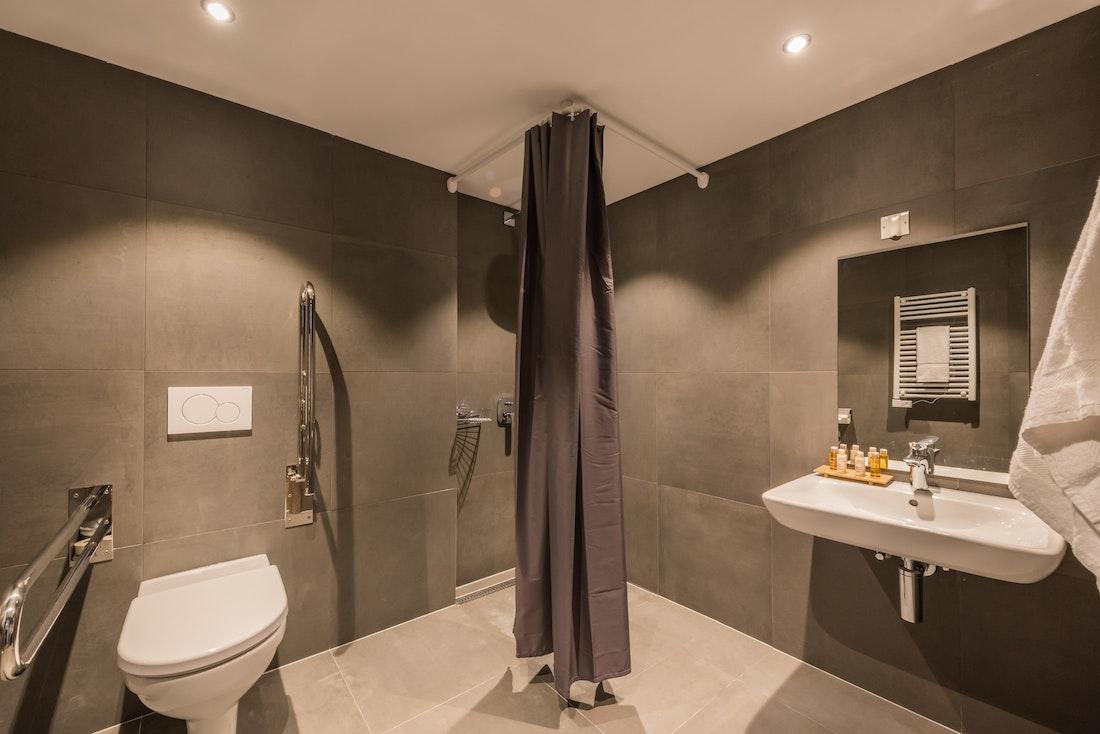 Design bathroom walk-in shower ski apartment Ayan Morzine