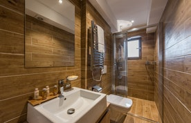 Bathroom with wooden tiles at Meranti accommodation in Morzine