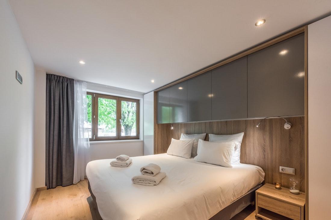 Luxury double ensuite bedroom hotel services apartment Ipê Morzine