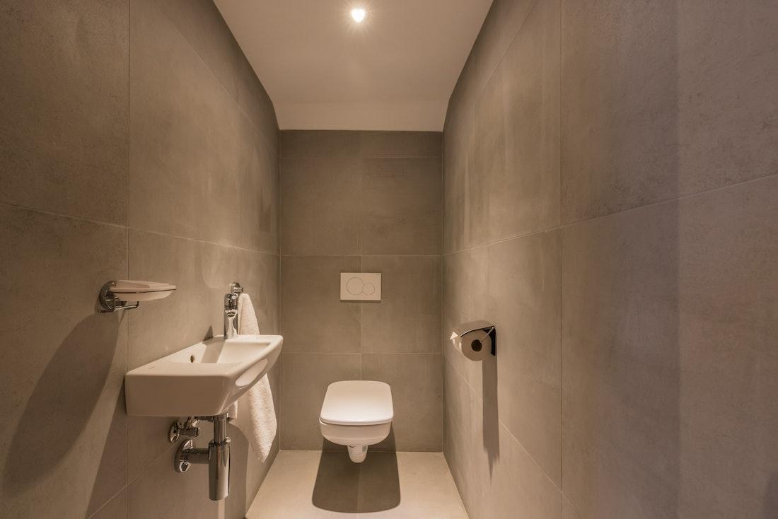 Grey toilet room hotel services apartment Ipê Morzine