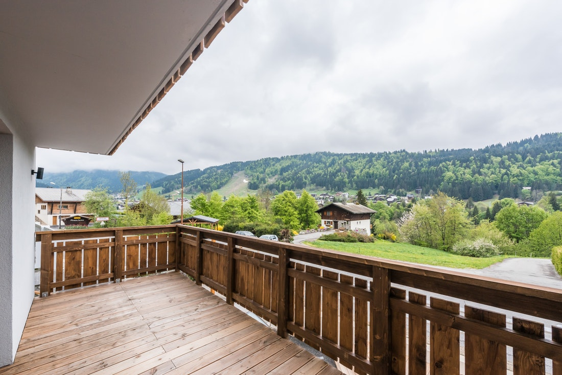 Wooden terrasse mountain views Alps ski apartment Ayan Morzine