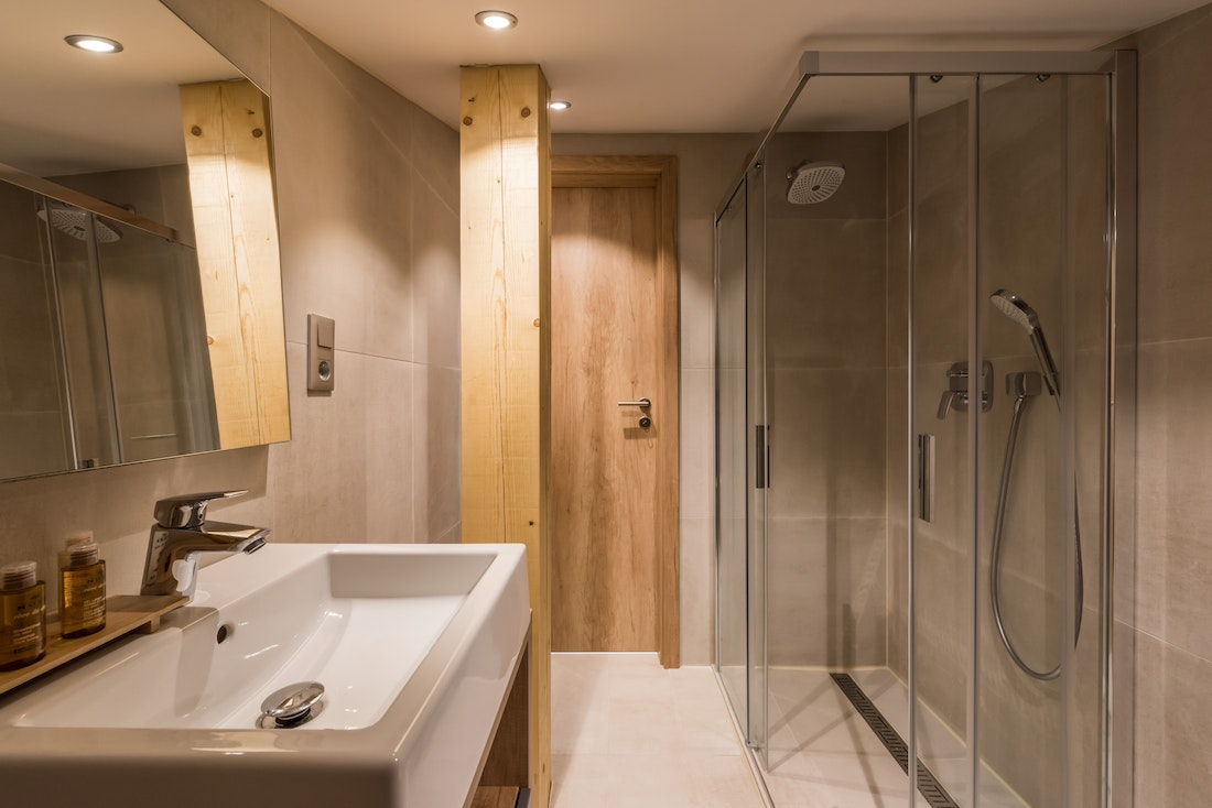 Grey and wood modern bathroom with shower at Takian accommodation in Morzine