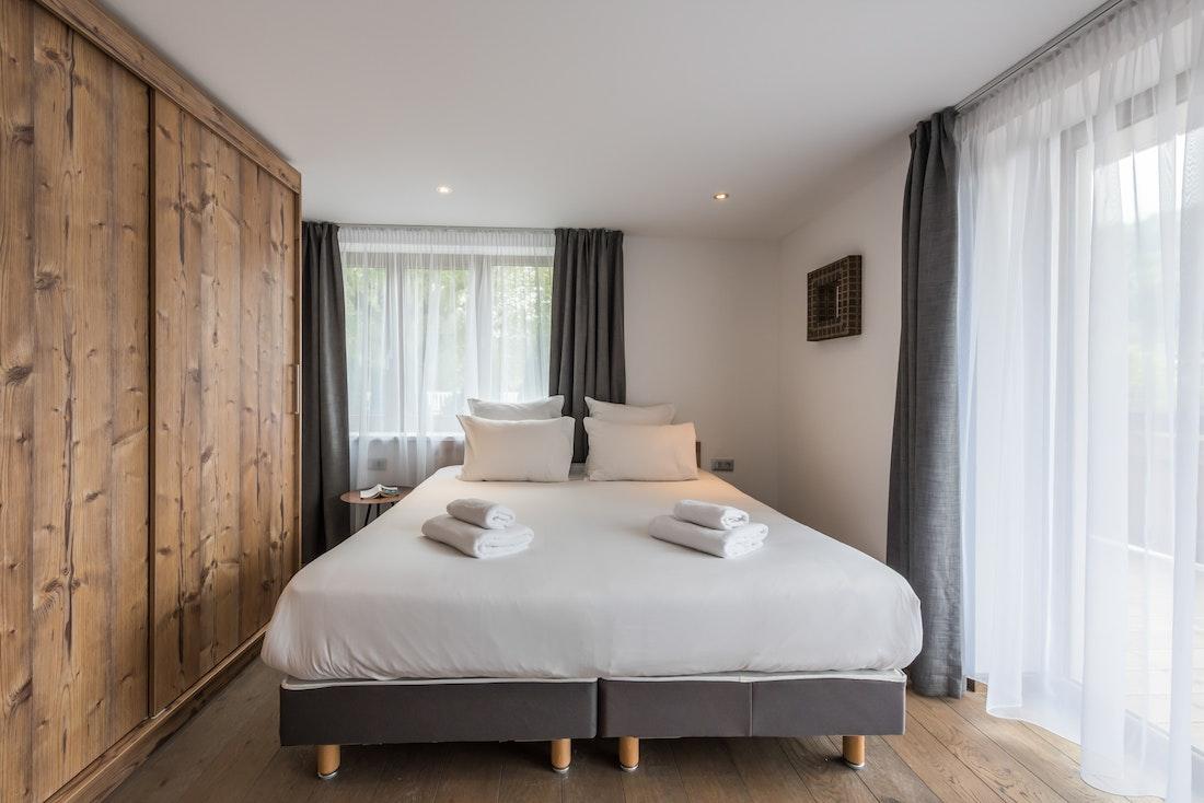 Luxury double ensuite bedroom ski apartment Ayan Morzine