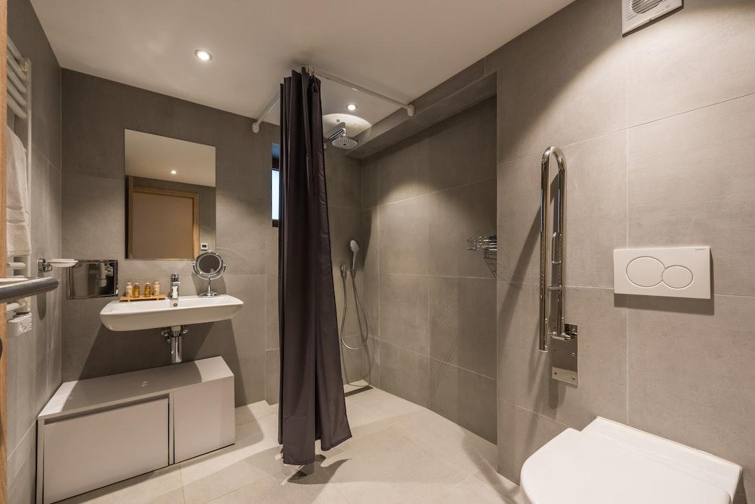 Contemporary bathroom walk-in shower hotel services apartment Ipê Morzine