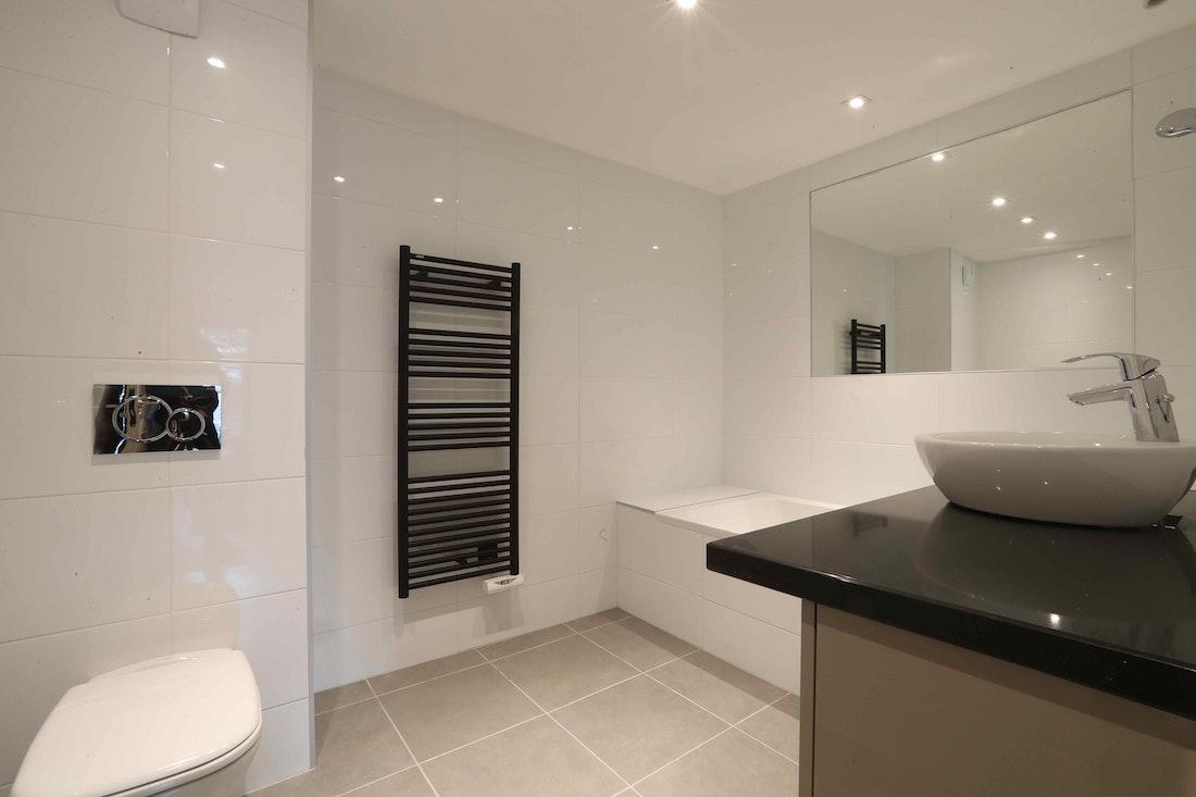 Salle de bain exquise baignoire de luxe appartement Padouk Courchevel Moriond