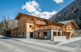 Exterior of Sapelli accommodation in Chamonix