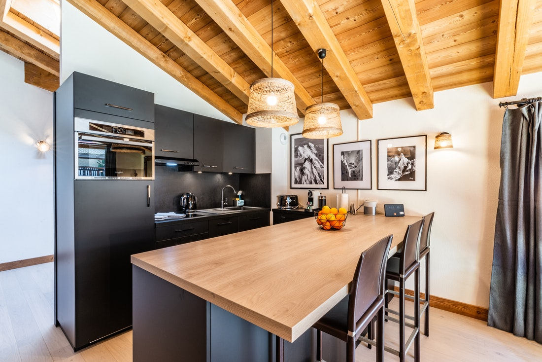Fully-equipped modern kitchen at Sapelli accommodation in Chamonix