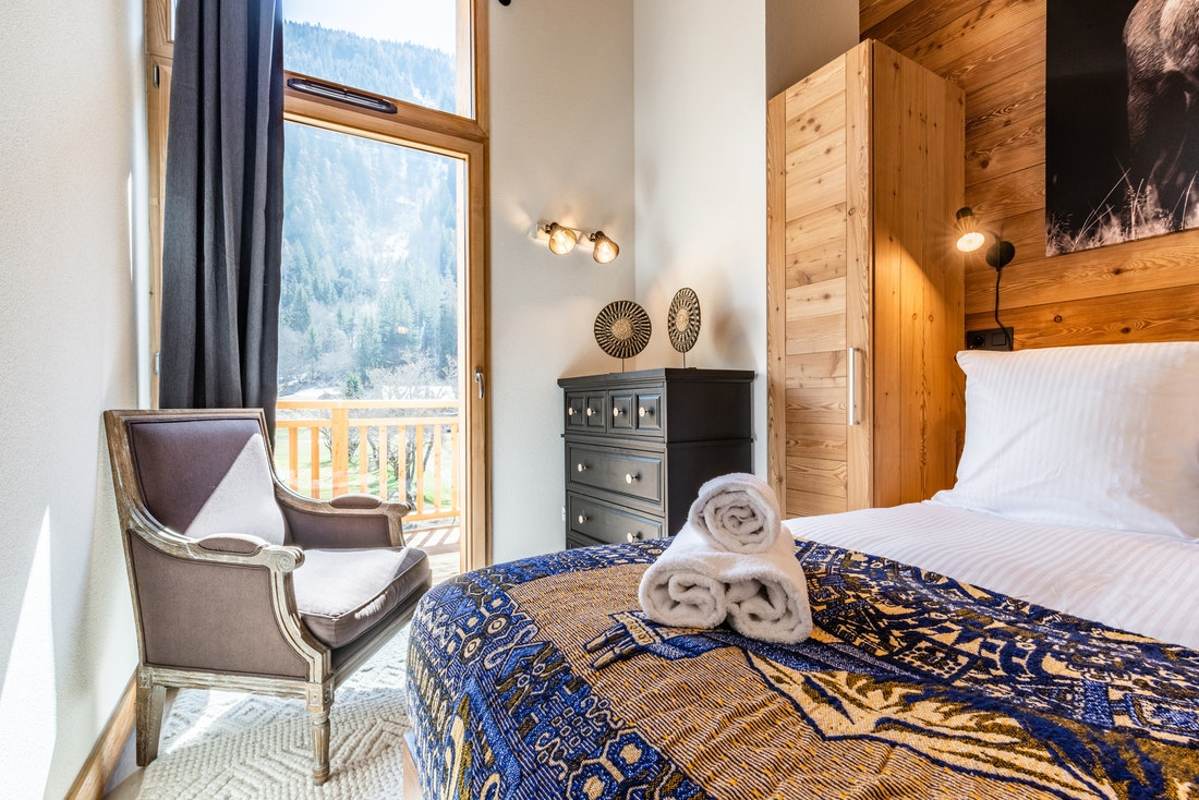 Modern bedroom with view at Sapelli accommodation in Chamonix