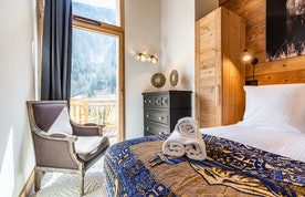 Double bedroom en-suite at Sapelli accommodation in Chamonix