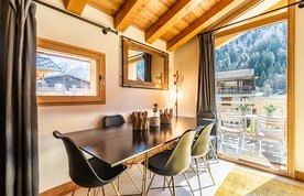 Dining room with amazing view of the mountains at Sapelli accommodation in Chamonix